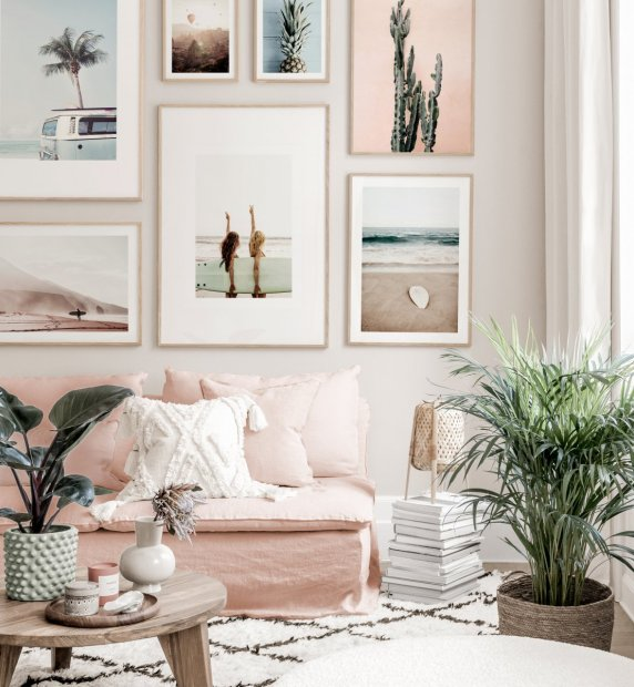 Summery Gallery Wall beach posters surfer style pink white interior oaken frames
